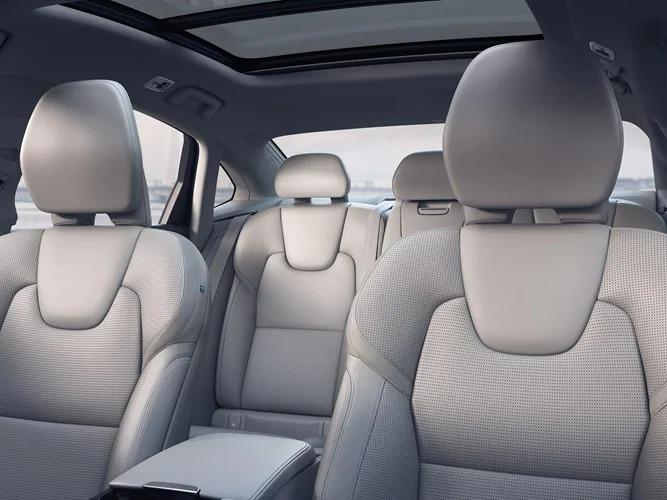 블론드 인테리어의 Volvo S90 내부