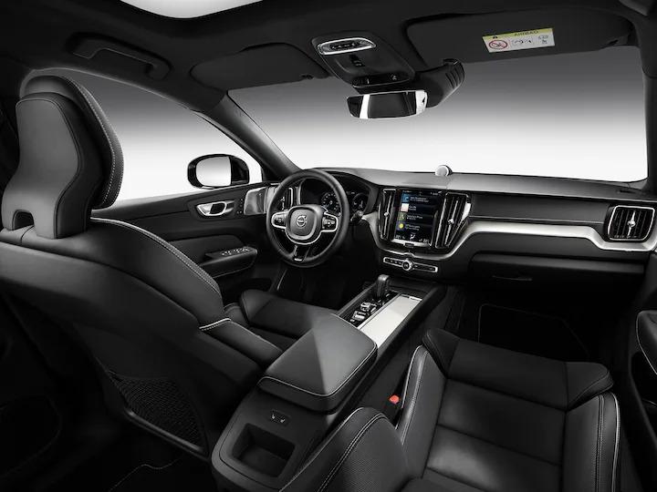블론드 3인용 시트 인테리어의 Volvo SUV 내부