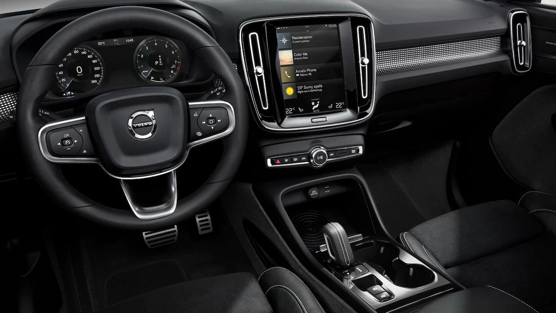 XC40 운전석 및 중앙 콘솔.