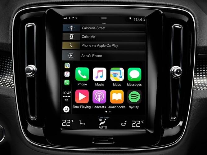 스마트폰 연결을 표시하는 볼보 XC40의 연결 시스템 상세샷.