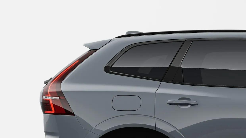 짙은 회색 볼보 XC60 리차지 뒷부분.
