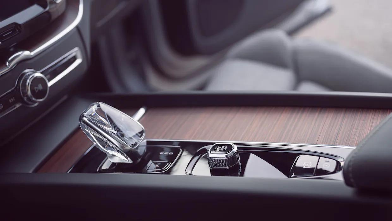 볼보 XC60 리차지 외부 후미등 중 하나입니다.