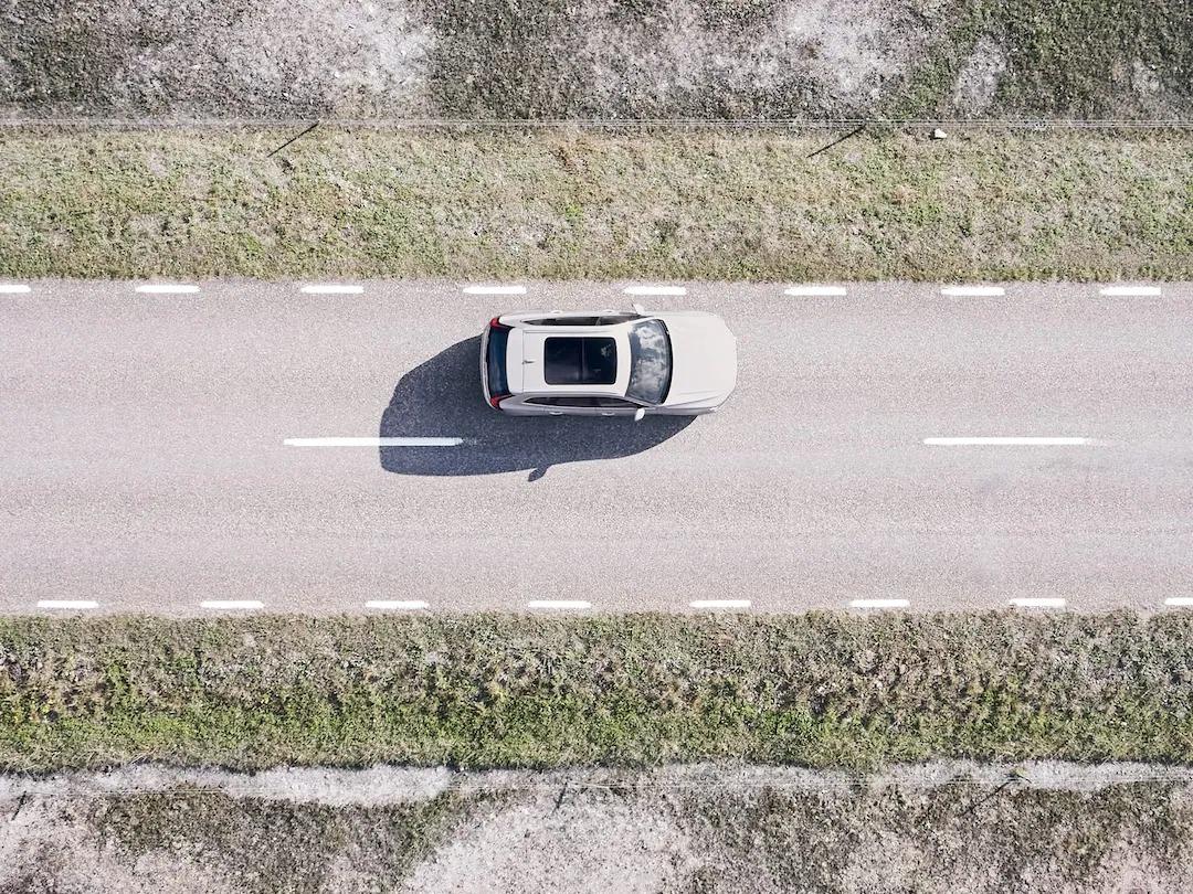 고급 드라이버 지원 기술이 적용된 Volvo XC60.